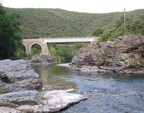 bridge_pont-de-selle_and_background_bridge_pont-dherault