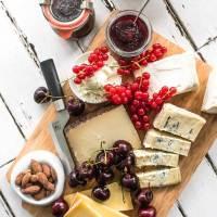 herzhafte kirschmarmelade mit rosmarin, einem hauch fleur de sel und gereiften balsamcio, der perfekte begleiter zu käse