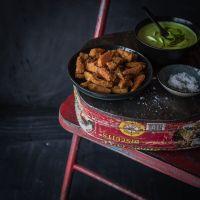 leckere süßkartoffelwedges aus dem ofen mit bärlauch hummus aus cannellini bohnen