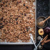 granola, einfach gemachtes und herrlich knuspriges frühstücksmüsli aus dem ofen