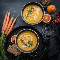vegane karottensuppe mit ingwer, kokosmilch und blutorange