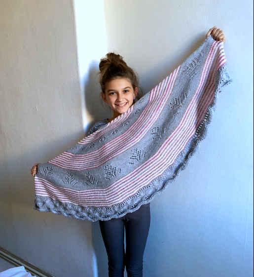 tricot gris et rose à rayures