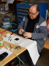 <h5>Aufarbeiten</h5><p>Ruedi am Aufarbeiten von Komponenten die wir günstig erwerben konnten.</p>