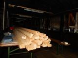 <h5>Fensterverkleidungen</h5><p>Die vorbereiteten und gefrästen Holzleisten sind ei8ngetroffen - das gibt zu tun</p>