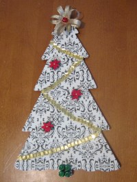 How To Make Christmas Tree Door Decoration ...