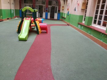 suelo caucho parque infantil