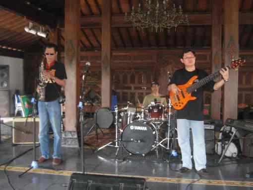 Bassgroove 100 From Malaysia saat Clinic Music (foto by adji)