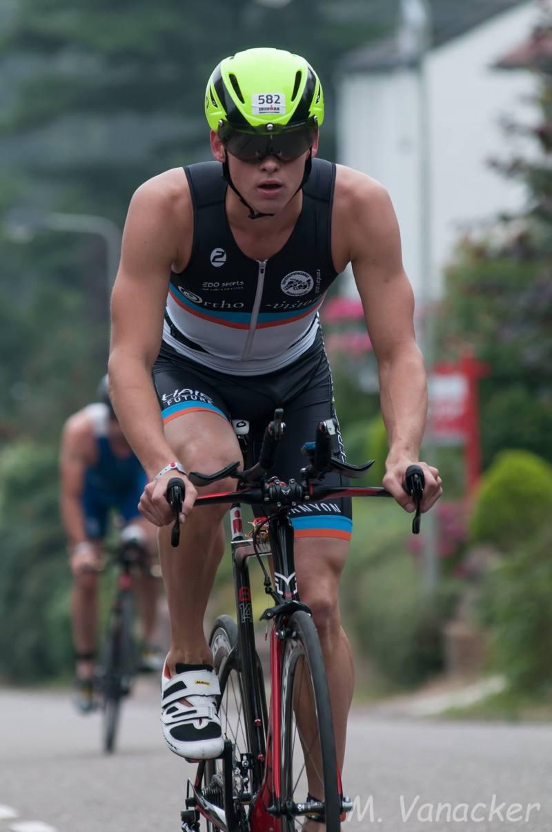 Sven Bams fiets Mario
