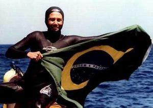 Karol Mayer concorre à melhor atleta de mergulho livre do mundo