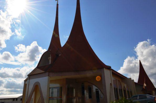 Igreja Católica em Roncador