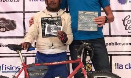 Maximino Contreras, con 57 años y sin equipo ostentoso, gana 2do lugar en la carrera ciclista de mayor altura en México.