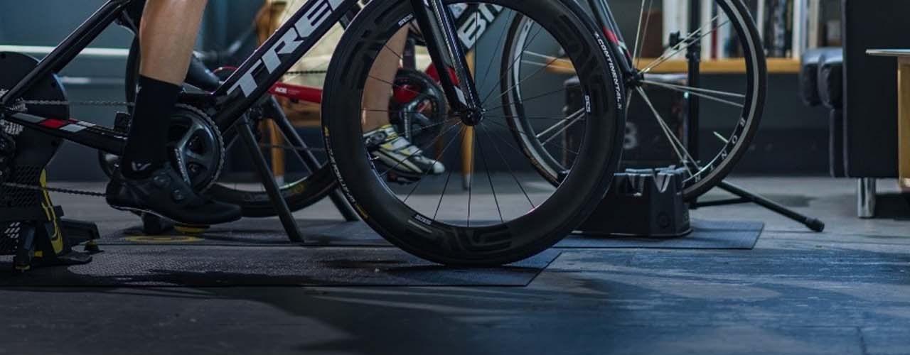 9 formas de aprovechar al máximo el entrenamiento en bicicleta en el interior.