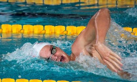 """En natación ¿Por qué es tan importante el """"agarre con codo alto""""?"""