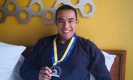 Triatleta mexicano Eduardo Chong participó en el Maratón de Boston.