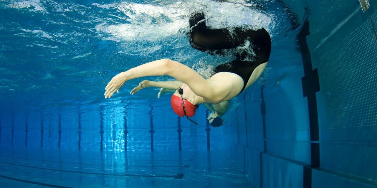 Mejora tu vuelta de campana (viraje) cuando entrenes en piscina.