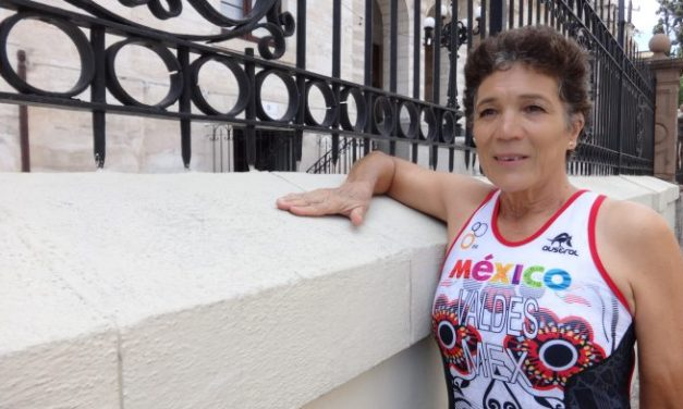 Encuentra coahuilense de 61 años en el triatlón una nueva vida