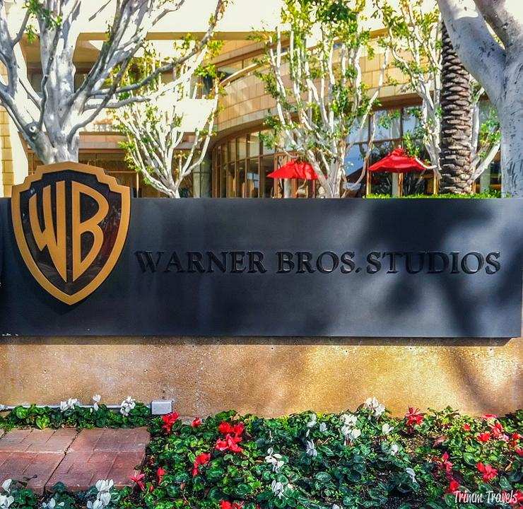 Courtyard Warner Brothers Studios Sign Burbank Los Angeles California