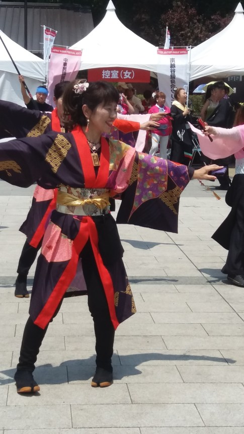 Taiwanese dancers in Ueno park. Why not.