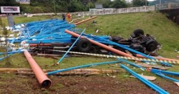 Goio-Ên: Caminhoneiro morre em grave acidente