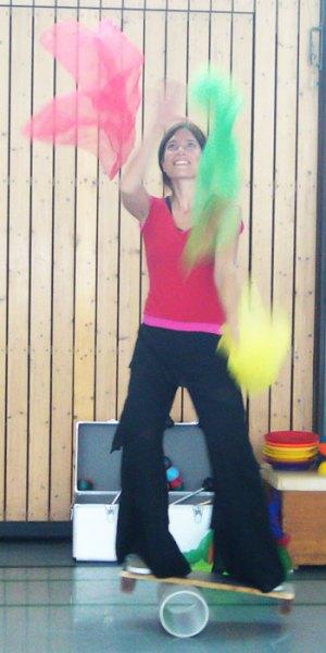 Foto jonglieren mit tücher