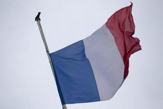 Attentato Parigi, bandiere a mezz'asta al Comune di Trinitapoli