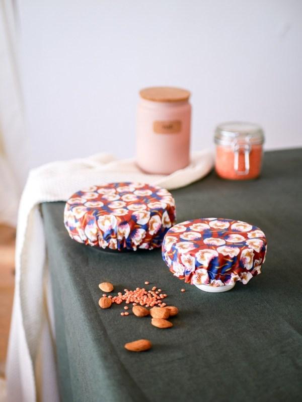 couvre plat réutilisable en tissu à motifs