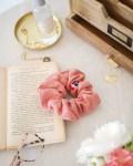 Chouchou cheveux été en double gaze de coton coloris rose poudré - Trinquette Artisanat