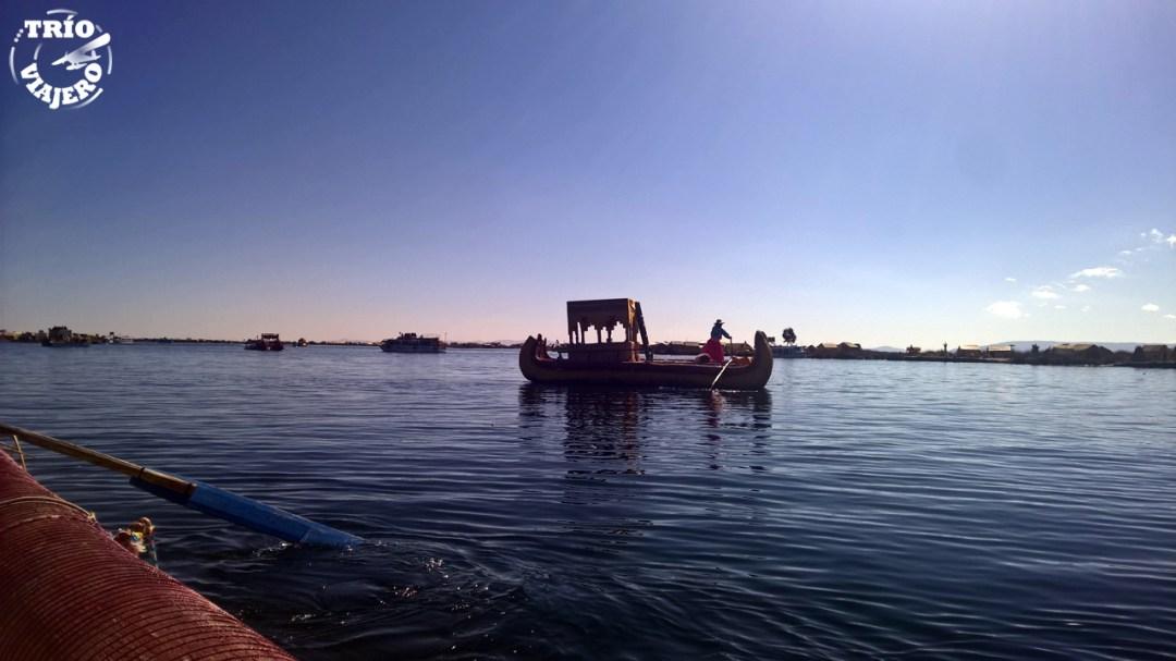 Islas flotantes de Uros en el lago Titicaca (Perú)