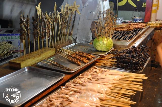 China_Beijing_Calle_Wangfujing_bichos_para_comer
