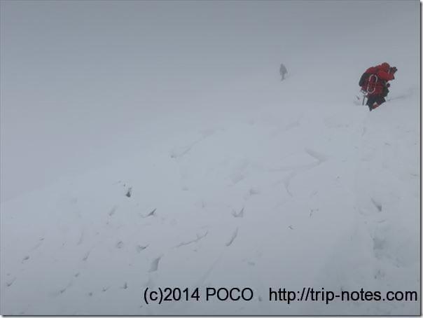 天神尾根の雪崩デブリ