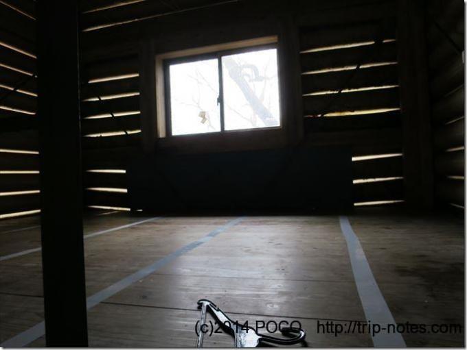 高塚小屋(愛称:レモンガス小屋)の二階