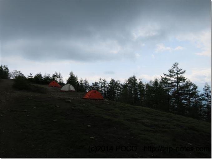 奥多摩小屋のテン場