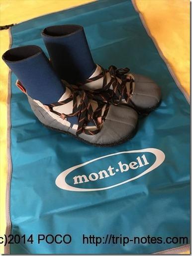 モンベルのサワーシューズと防水スタッフバッグ