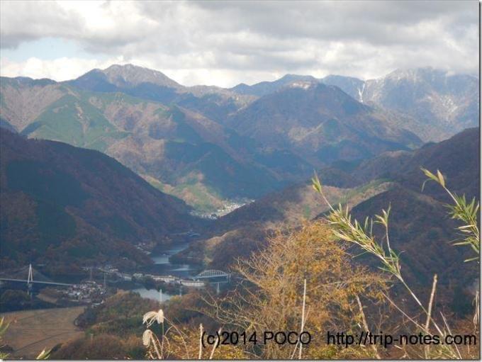 大野山山頂から丹沢湖
