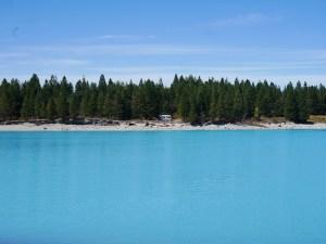 Vores camper parkeret lige ved søen