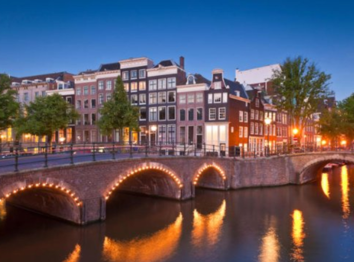 evening-canal-cruise-amsterdam-best-travel-experiences