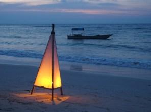 la magie des petites lumières, sur la plage..