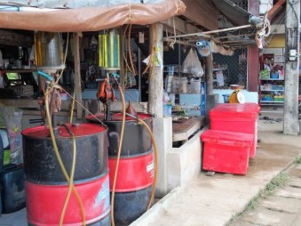 pompes à essence locales..