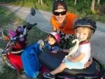 scooter en famille - thailande
