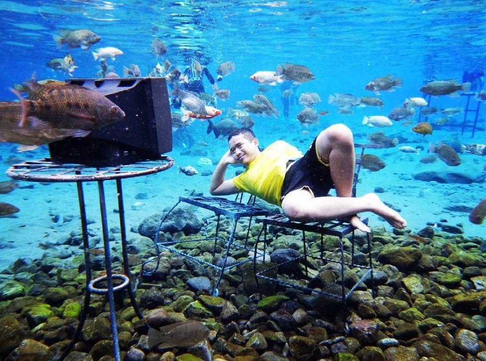 foto underwater umbul ponggok