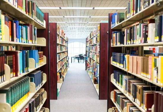 Leni memindahkan 3 dus buku ke Perpustakaan. Siti memindahkan buku ke perpustakaan juga sebanyak 4 dus. Jika setiap dus isinya 20 buku, berapakah banyak buku yang dipindahkan oleh mereka berdua?