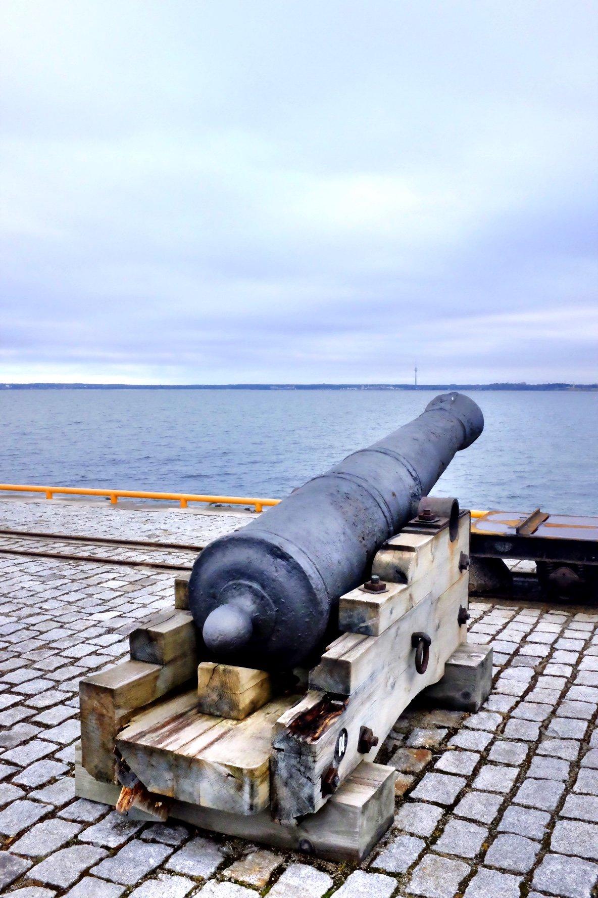 Cannon in front of sea in Tallinn