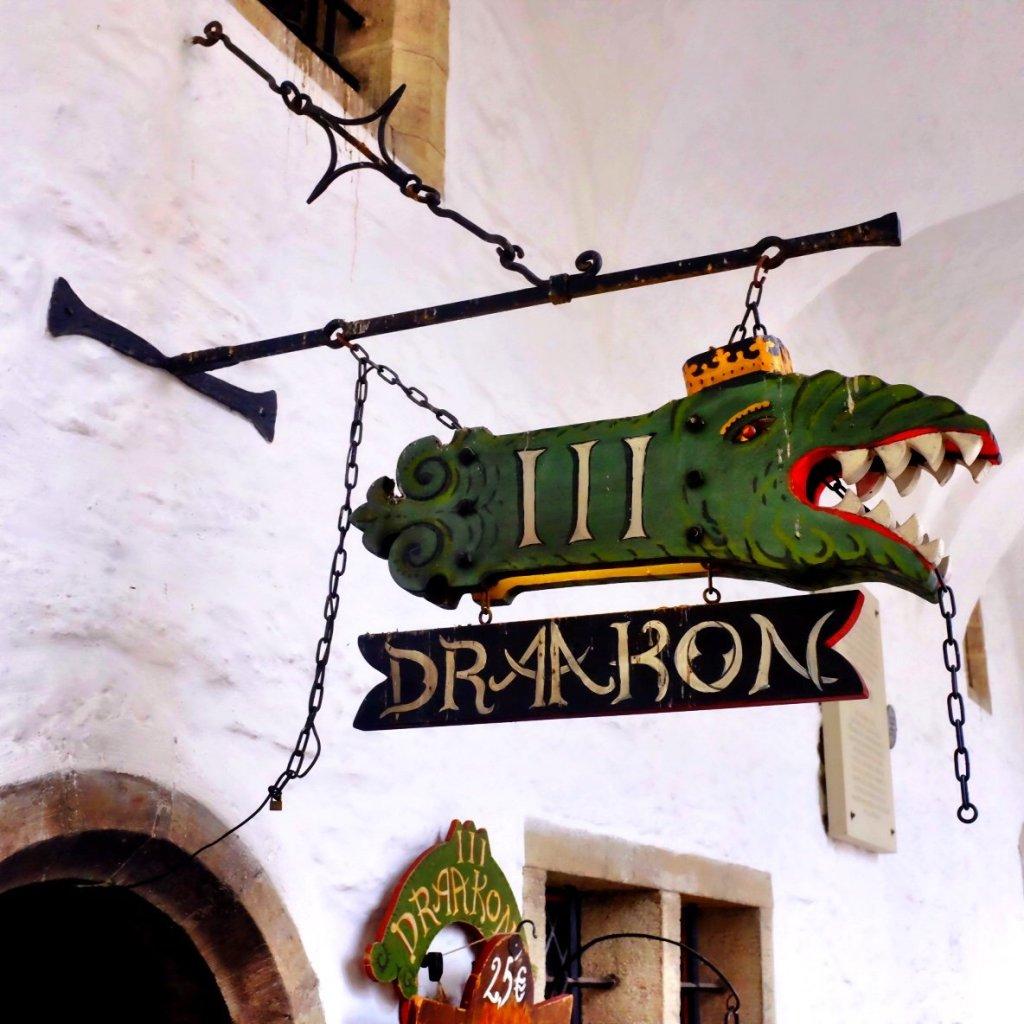 Kolmas Draakon Sign in Tallinn