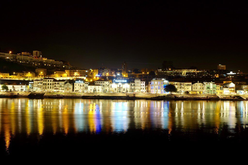 Three days in Porto. Douro at night