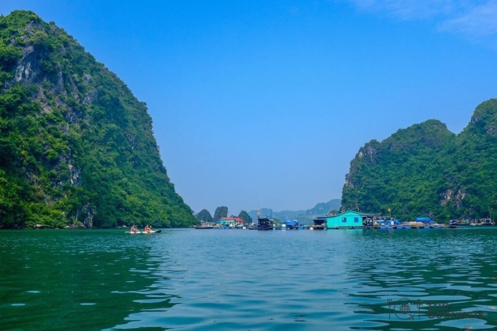 Halong bay cruise review floating village