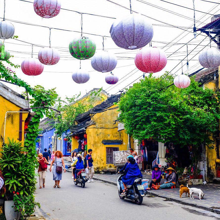 Hoi An Lantern Festival town life
