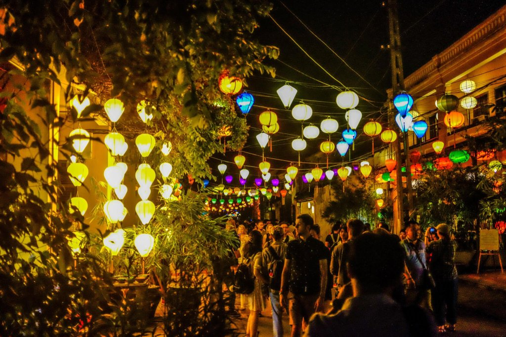 Hoi An Lantern Festival streets people illuminated