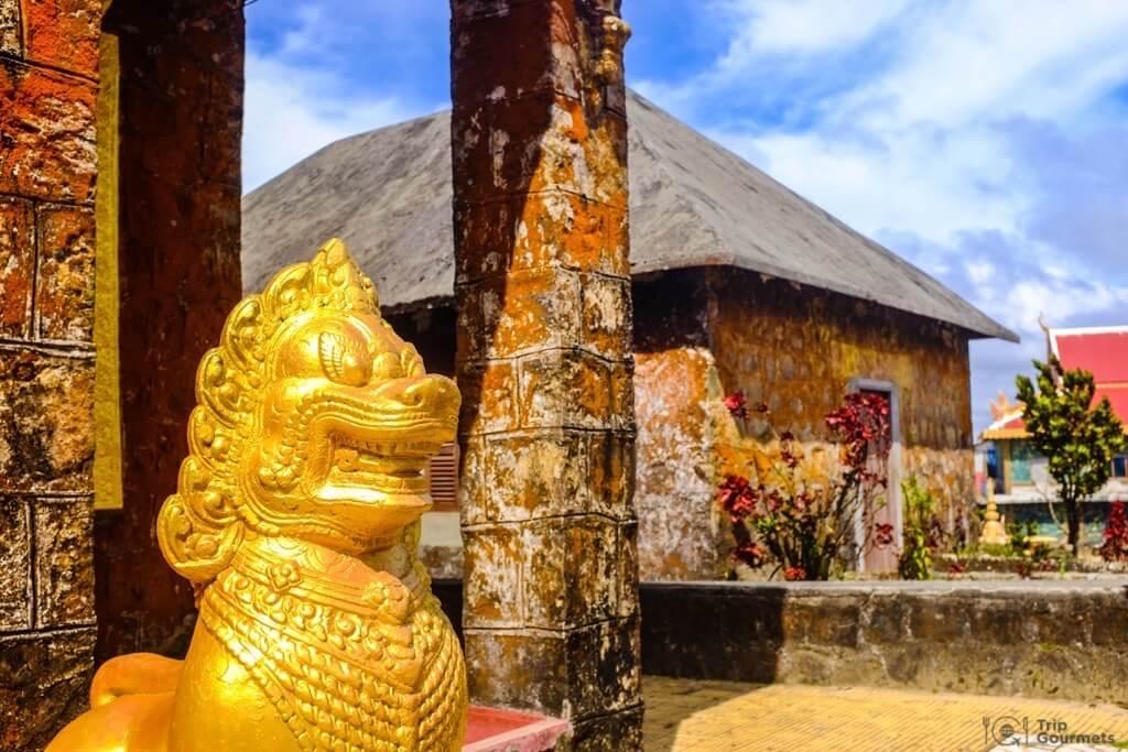 Things to do in Kampot cambodia Sampov Pram golden lion statue
