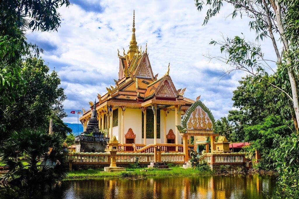 Things to do in Kampot cambodia Toek Vil Pagoda temple