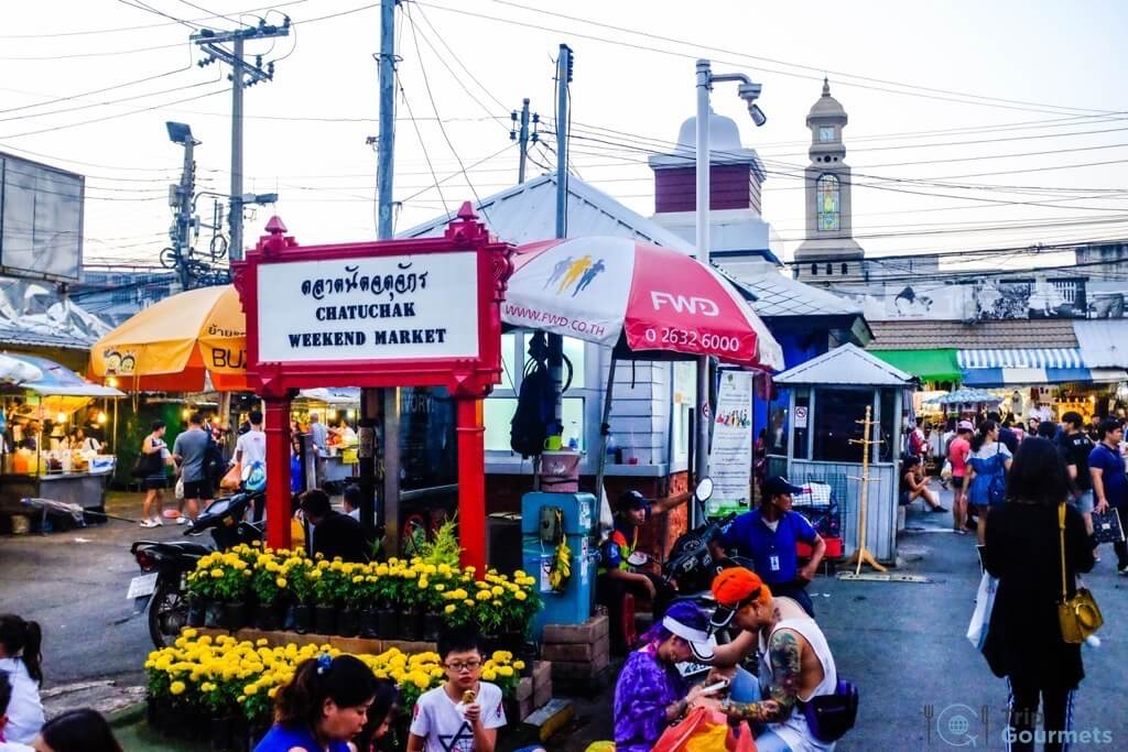 Best Markets in Bangkok Chatuchak entrance sign